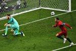 Криштиану Роналду (Португалия) забил гол в воротах сборной Испании в матче группового этапа чемпионата мира по футболу между сборными Португалии и Испании.
