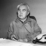 Анын ысымы Фрунзедеги симфониялык академиялык оркестрге берилген