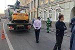 В центре Москвы водитель такси совершил наезд на восьмерых человек, которые шли по тротуару