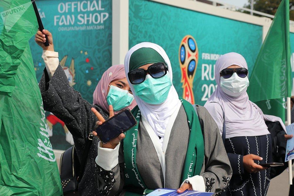 Болельщики перед матчем открытия ЧМ-2018 по футболу между сборными России и Саудовской Аравии