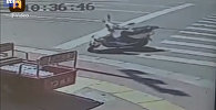 Кытайда скутерди айдап кеткен арбак элди дүрбөлөңгө салды. Видео