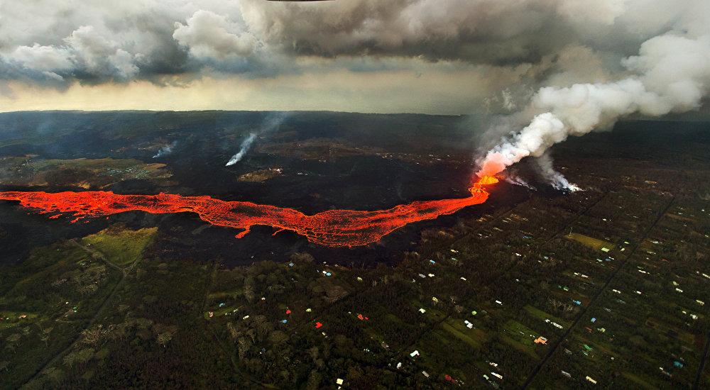 Гавайиде Килауэа жанар тоосу атылып, Леилани-Эстейтс айылынын 2 миңге жакын тургуну эвакуацияланган. 3-май