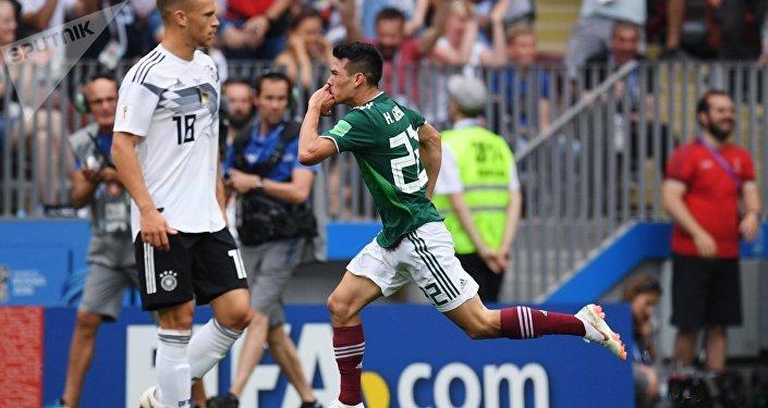Оюндун 35-мүнөтүнө келгенде мексикалык футболчулар алдыга оозуп Ирвинг Лосано германиялыктардын дарбазасына бир топ киргизди
