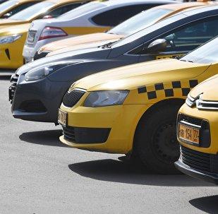 Автомобили такси в Москве. Архивное фото