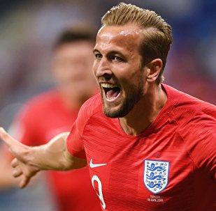 Гарри Кейн (Англия) радуется забитому мячу в матче группового этапа чемпионата мира по футболу между сборными Туниса и Англии.