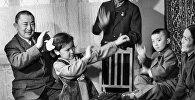 СССРдин артисти Муратбек Рыскуловдун жана эл артисти Сабира Күмүшалиеванын архивдик сүрөтү