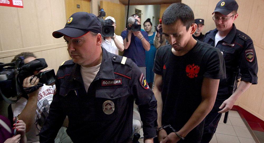 Задержанный таксист Анарбек уулу Чынгыз во время рассмотрения в Таганском районном суде ходатайства об его аресте, за совершение наезда на пешеходов на ул. Ильинка