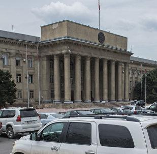 Здание аппарата правительства Кыргызской Республики. Архивное фото