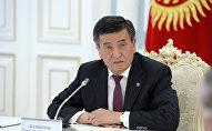 Президент КР Сооронбай Жээнбеков на встрече с заместителем председателя Комитета Госдумы по обороне Виктором Заварзиным