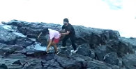 Не заметили, как пропал — волна затянула в море туриста, он утонул. Видео