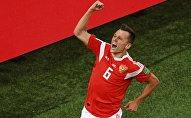 Денис Черышев (Россия) радуются забитому голу в матче группового этапа чемпионата мира по футболу между сборными России и Египта.
