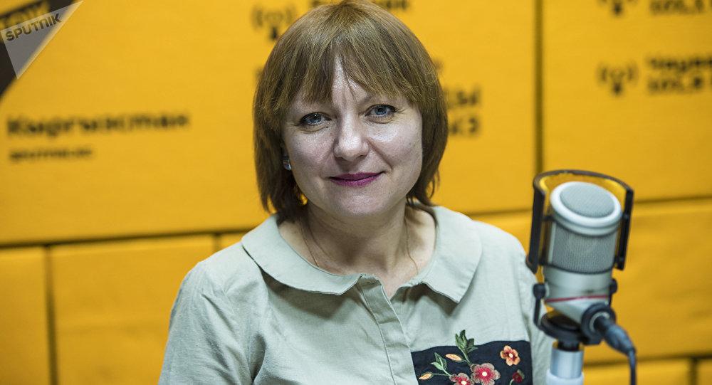 Психолог Светлана Нагорнова во время интервью на радиостудии Sputnik Кыргызстан