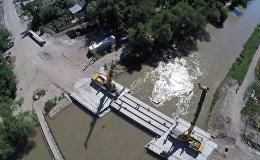 Автомобильный мост через БЧК строят в Бишкеке — видео с дрона