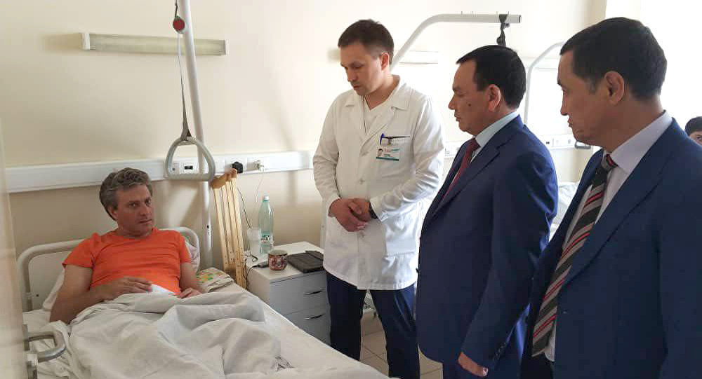 Ички иштер министри Кашкар Жунушалиев премьер-министр Мухаммедкалый Абылгазиевдин тапшырмасы менен 16-июнда Москва шаарында жол кырсыгынан жабыркаган жарандарды барып көрдү
