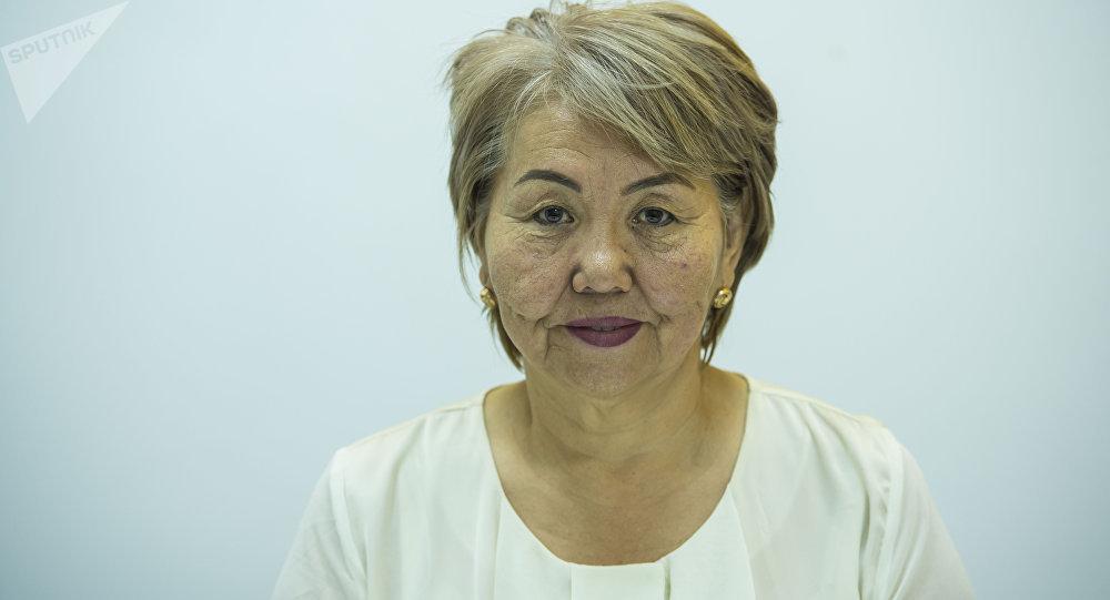 Бишкек шаарындагы №10 кесиптик лицейдин директору Саадат Жаманкулова