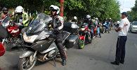 Көчмөндөр жолу эл аралык мотожүрүшүнүн 40тай катышуучусу 2500 чакырым аралыкты өтүп, Ош шаарына келди