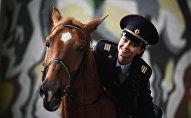 Сержант столичной конной полиции Татьяна Зима. Архивное фото