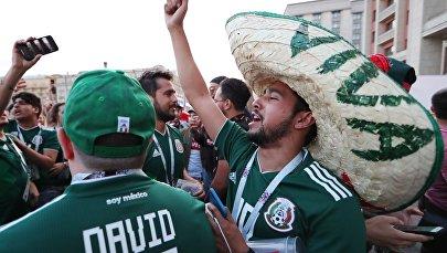 Мексиканские болельщики радуются победе своей команды в матче группового этапа чемпионата мира по футболу между сборными Германии и Мексики.
