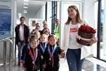 Встреча в аэропорту Оша 16 гимнасток, завоевавших медали на соревнованиях