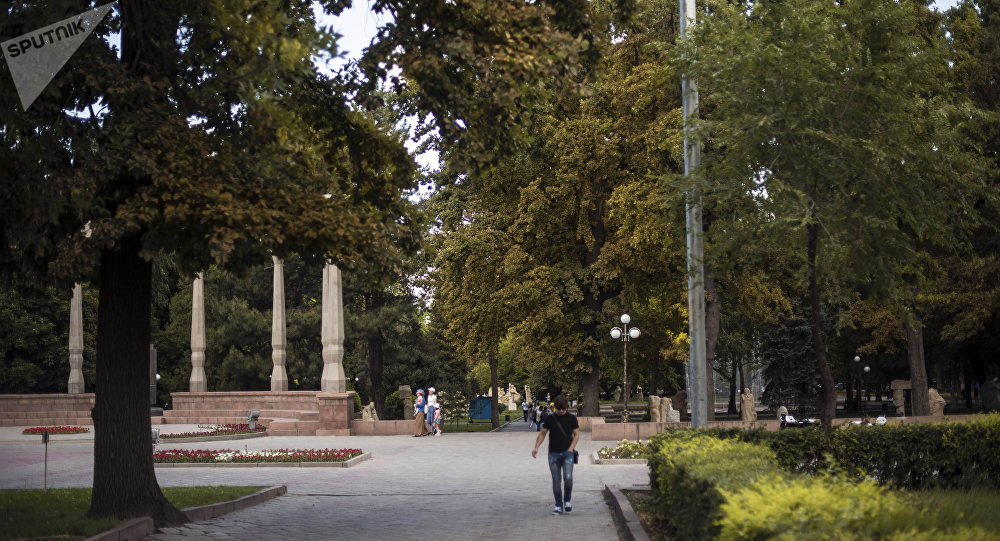 Бишкек шаарындагы эмен багы. Архив