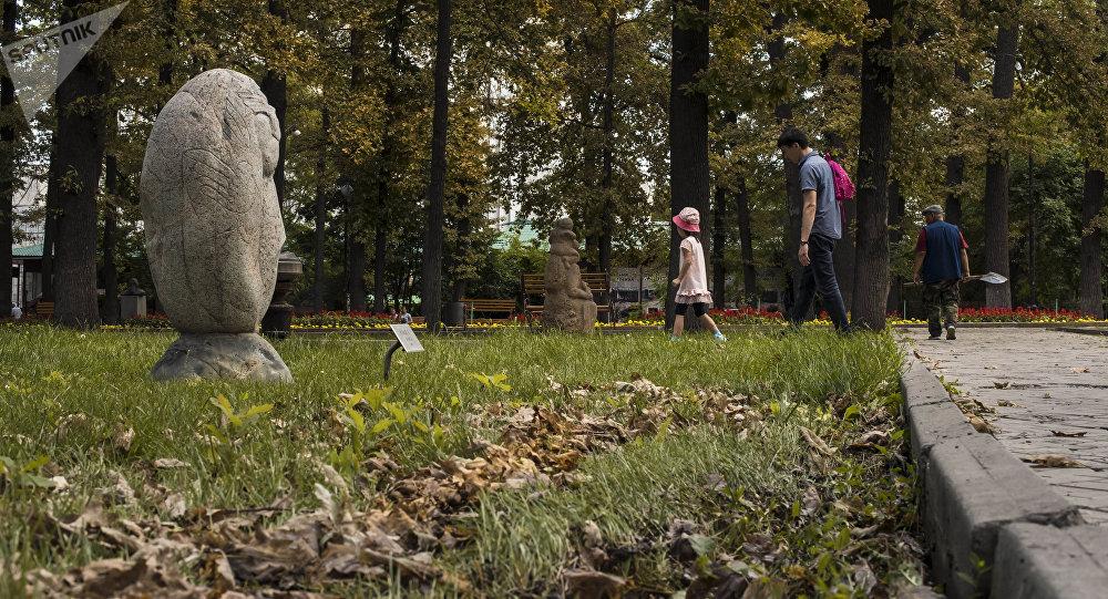 Бишкектеги парк. Архивдик сүрөт