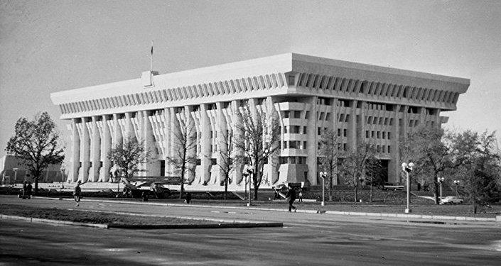 Бишкекке саякат: Ак үй