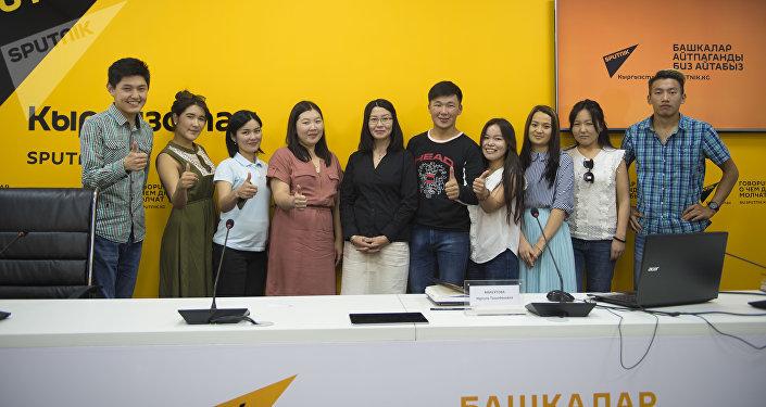 Sputnik Кыргызстан маалымат агенттиги жана радиосу өзүнүн мультимедиалык борборунда жаш журналисттер менен студенттерге Кабарды кантип жазабыз деп аталган мастер-класс уюштурду