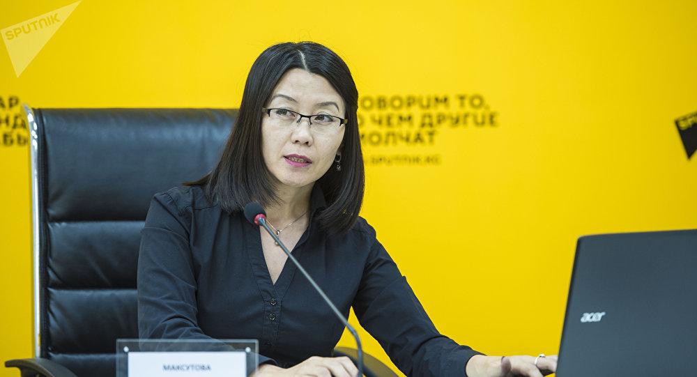 Sputnik Кыргызстан маалымат агенттигинин кабарчысы Нургүл Максутова мастер-класс учурунда