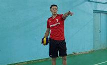 Бул ирет мастер-классты волейбол боюнча улуттук курама команданын капитаны, КРдин эң мыкты оюнчусу Оңолбек Каныбек уулу көрсөтүп берди.