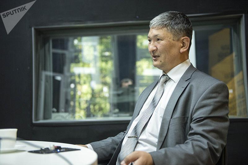 Директор Республиканского центра СПИД Улан Кадырбеков во время интервью корреспонденту Sputnik Кыргызстан