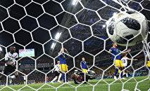 Россияда өтүп жаткан футбол боюнча дүйнө чемпионатында Германия менен Швеция командалары кез келип оюн 2:1 эсебинде германиялыктардын жеңиши менен аяктады