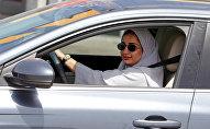 Зухор Ассири ведет свою машину в Дахране. Саудовская Аравия, 24 июня 2018 года