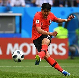 Сон Хын Мин (Республика Корея) в матче группового этапа чемпионата мира по футболу между сборными Республики Корея и Мексики.