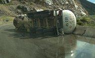 Газовоз опрокинулся на автотрассе Бишкек — Ош