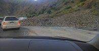 Машины простояли всю ночь из-за обвала на трассе Бишкек — Ош. Видео