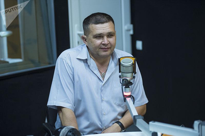 Руководитель Центра реабилитации детей и молодежи Алексей Петрушевский во время интервью на радиостудии Sputnik Кыргызстан