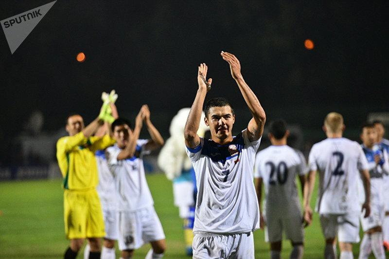 Футболист сборной Кыргызстана Азамат Байматов после матча Кыргызстан — Бангладеш