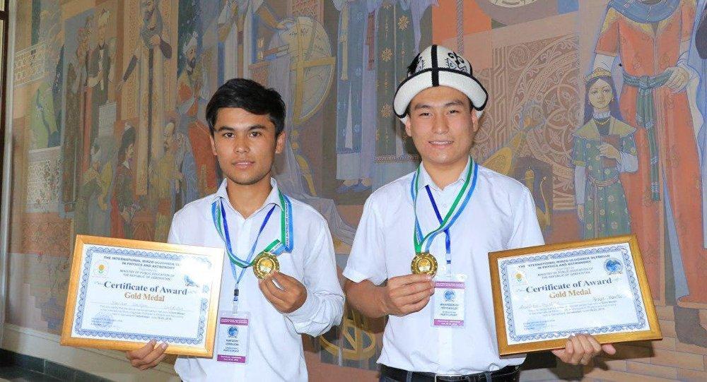 Кыргызстандык үч окуучу Өзбекстандын Самарканд шаарында өткөн Мирзо Улугбек атындагы эл аралык олимпиададан үч медаль утушту