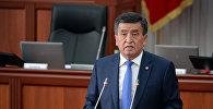 Архивное фото президента Кыргызстана Сооронбая Жээнбекова на заседании Жогорку Кенеша.
