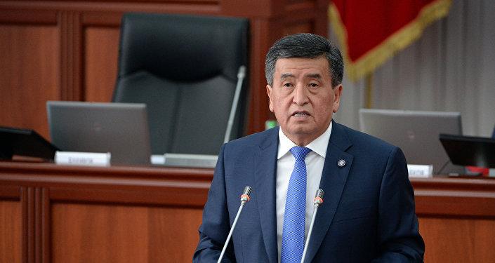 Президент Сооронбай Жээнбеков Жогорку Кеңеште