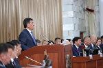 Президент Кыргызстана Сооронбай Жээнбеков выступает на заседании Жогорку Кенеша. Архивное фото