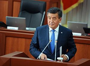 Президент Кыргызстана Сооронбай Жээнбеков во время выступления на пленарном заседании Жогорку Кенеша. Архивное фото