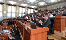 Депутаты Жогорку Кенеша во время заседания. Архивное фото