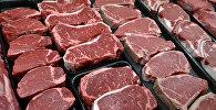 Мясо на прилавке. Архивное фото