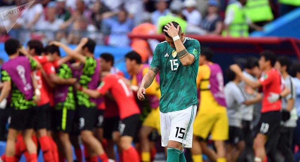Никлас Зюле (Германия) в матче группового этапа чемпионата мира по футболу между сборными Республики Корея и Германии.