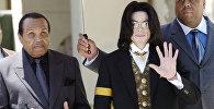 Известный певец Майкл Джексон со своим отцом Джо. Архивное фото