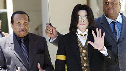 Майкл Джексон атасы менен. Архив