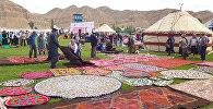 Участники международного фестиваля Кыргыз шырдагы в Нарынской области