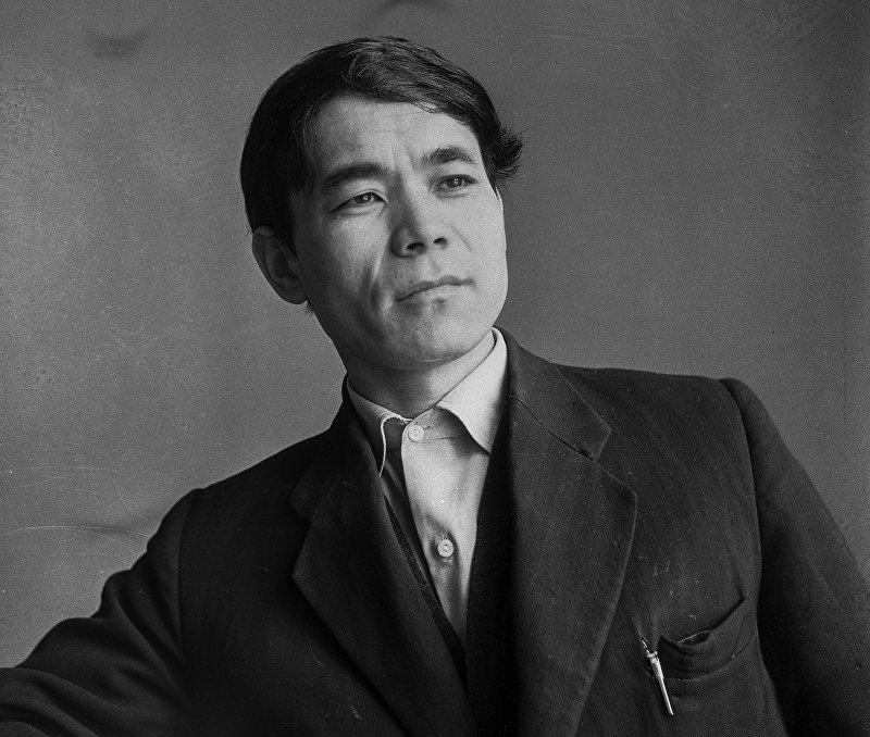 Тургунбай Садыков в молодости. 1964 год