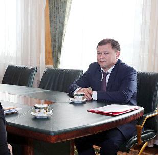Встреча торага ЖК Дастанбека Джумабекова с родственниками Чынгыза Анарбек уулу